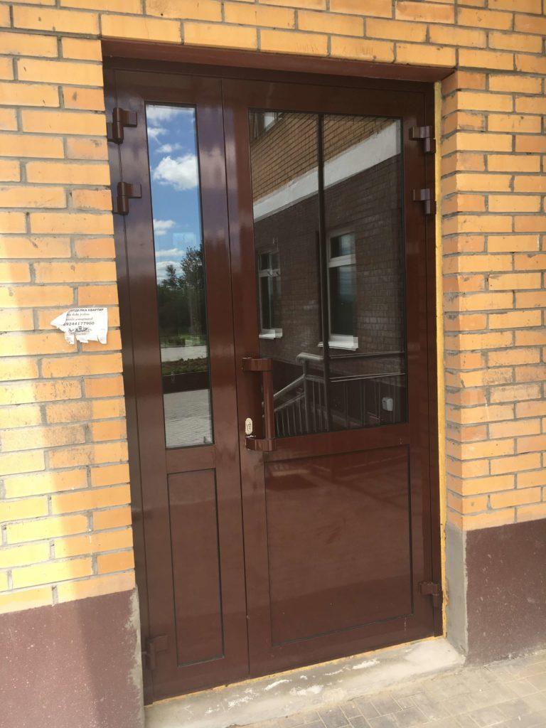 Установка дверей из алюминия и ПВХ